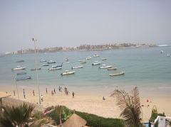 ンゴール島を望む観光地、ンゴールビーチ